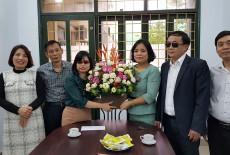 Lãnh đạo Hội Người mù Việt Nam đến thăm và tặng hoa cho tập thể cán bộ công nhân viên Trung tâm Đào tạo - Phục hồi chức năng cho Người mù nhân dịp kỉ niệm 37 năm ngày Hiến chương Nhà giáo Việt Nam 20/11