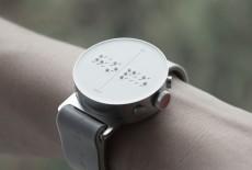 Mỹ - Hàn phối hợp ra mắt đồng hồ thông minh phong cách cho người mù
